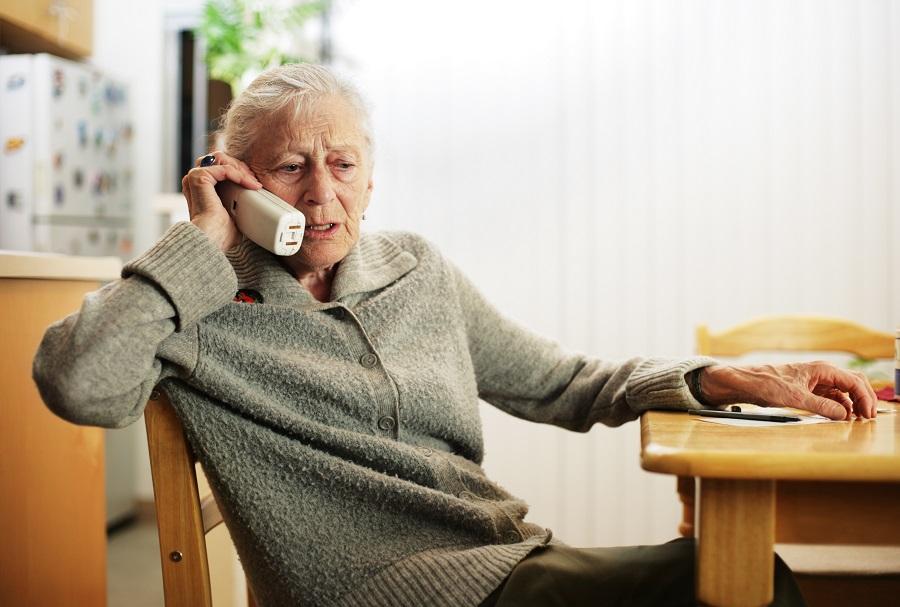 Мошенники обманули пожилую женщину