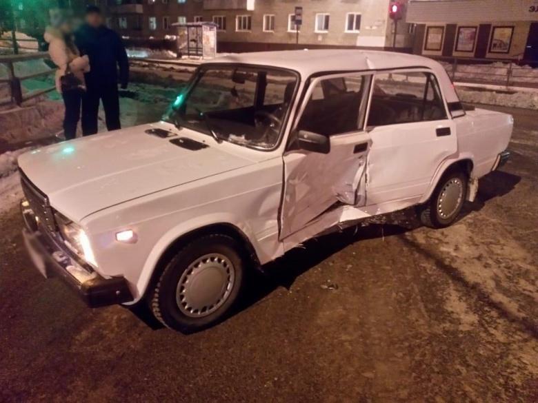 Неизвестный автомобиль столкнулся с ВАЗом и скрылся