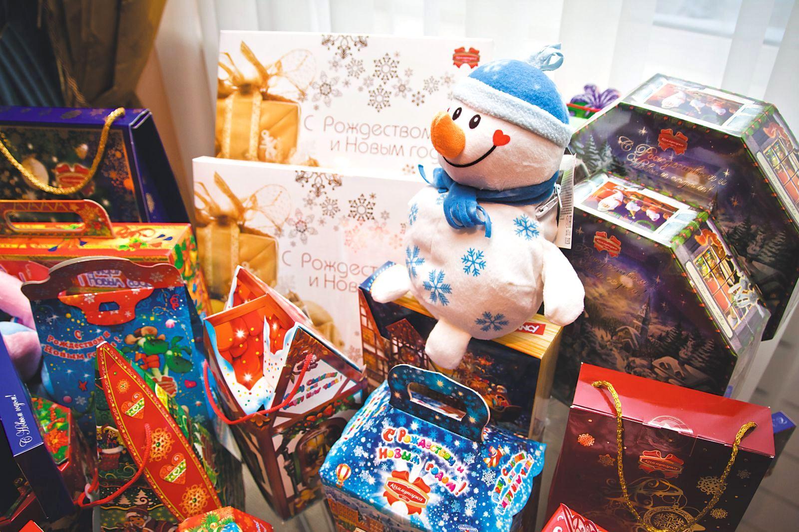 Малоимущие семьи имеют право получить новогодние подарочные наборы