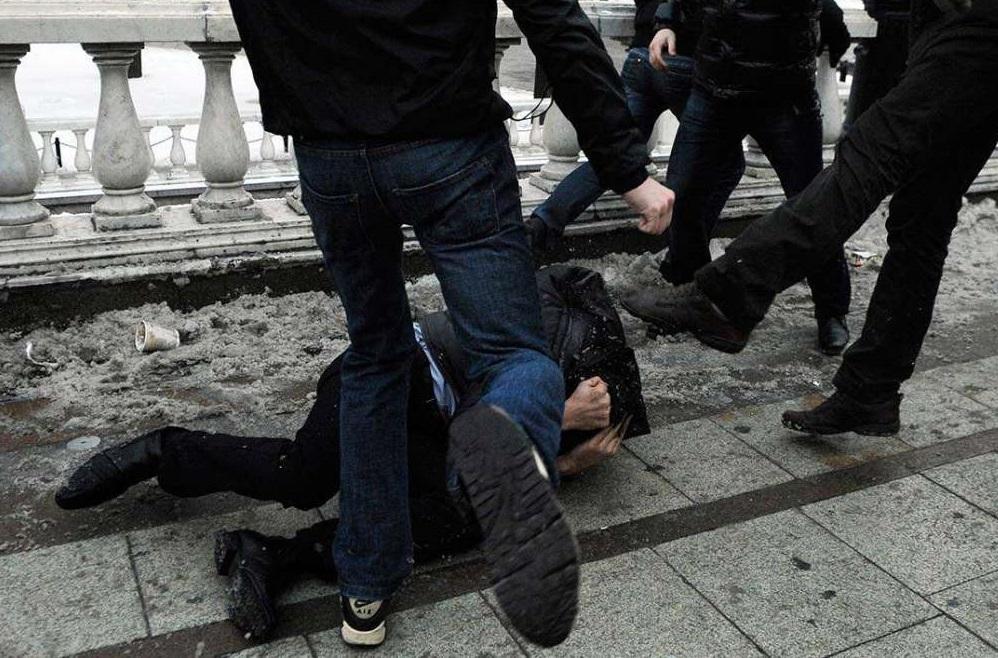 Группа подростков предстанет перед судом по обвинению в грабеже и вымогательстве