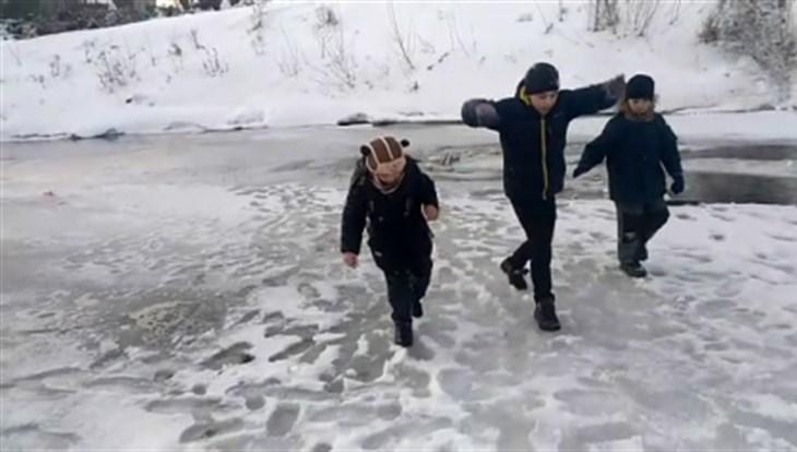 Юные северчане, спасшие провалившегося под лёд мальчика, получат медали