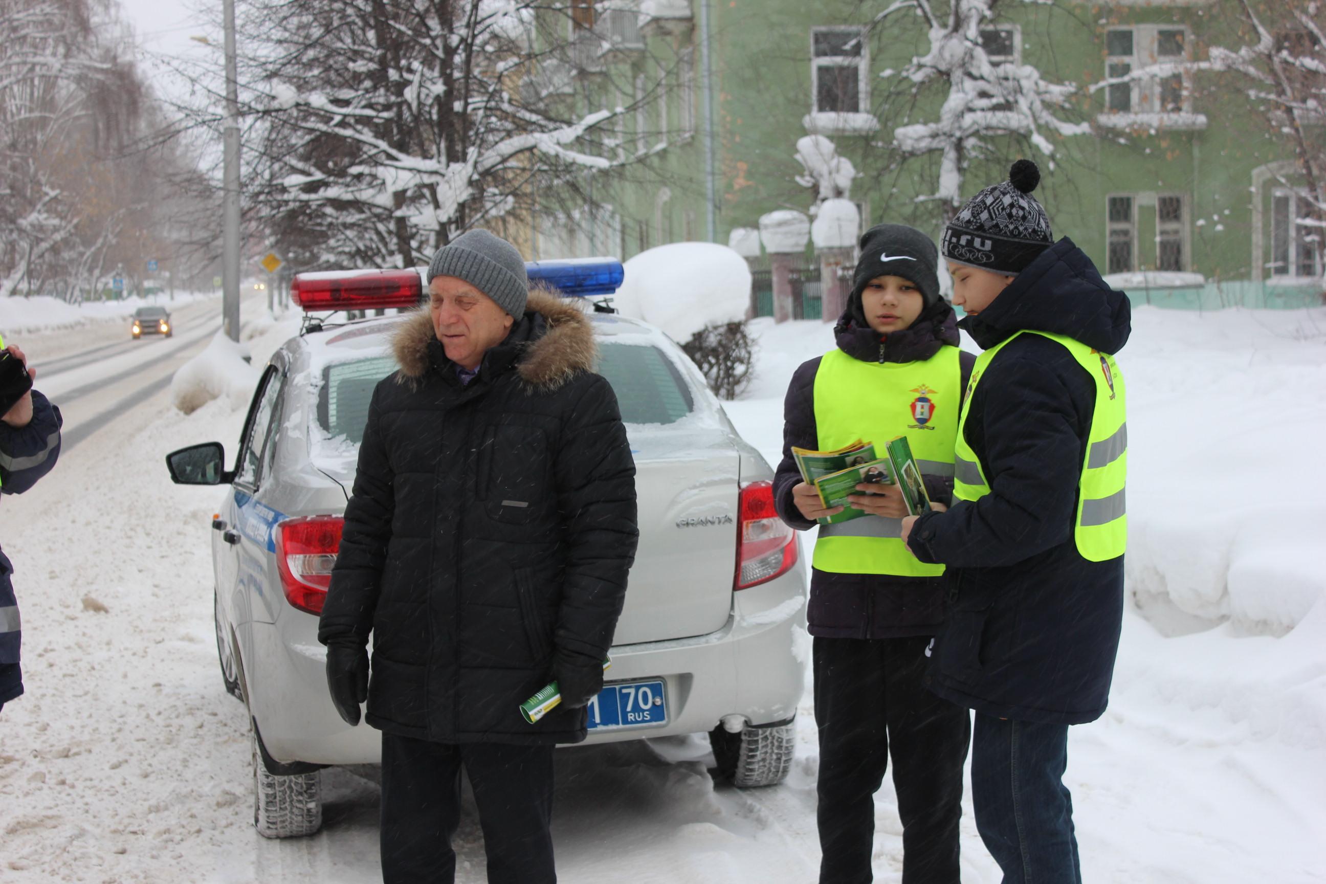 Госавтоинспекторы вместе с ЮИД провели акцию «Перевозим детей безопасно»
