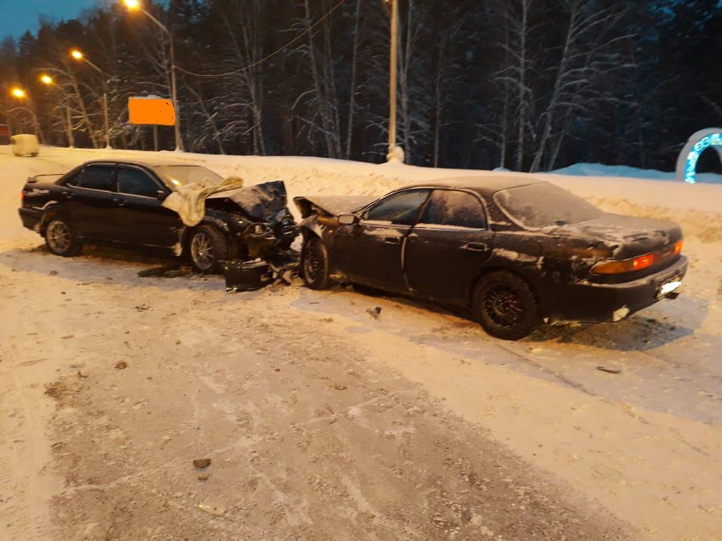 23-летний водитель выехал на встречную полосу и врезался в автомобиль