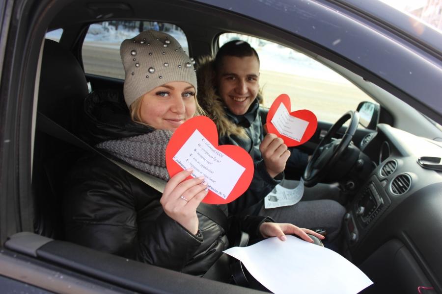 Госавтоинспекторы вместе с ЮИД провели акцию «Валентинка безопасности»