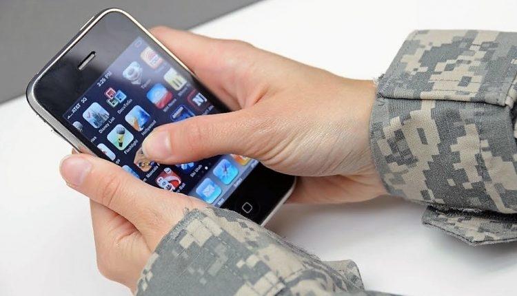 Госдума запретила российским военным иметь смартфоны и вести соцсети
