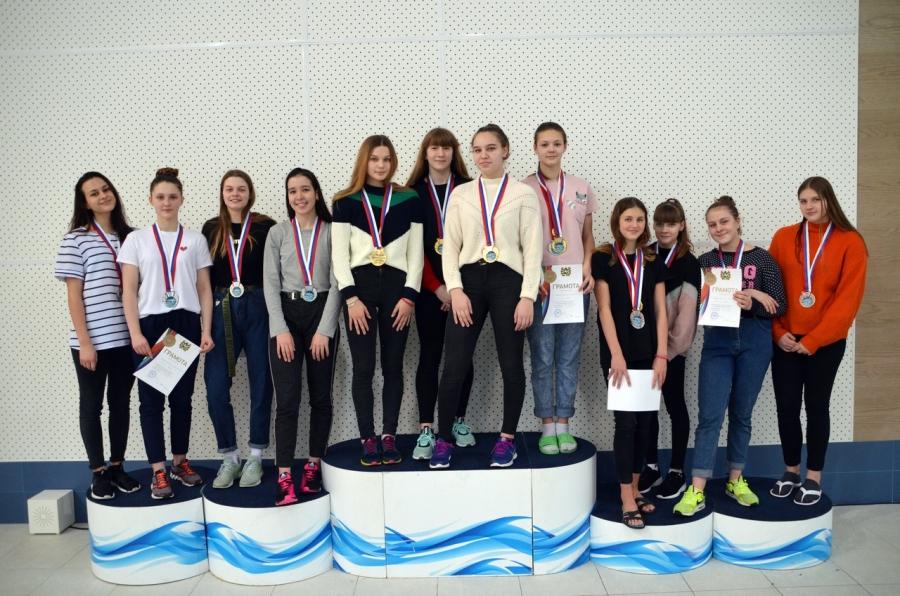 38 золотых, 29 серебряных и 18 бронзовых медалей