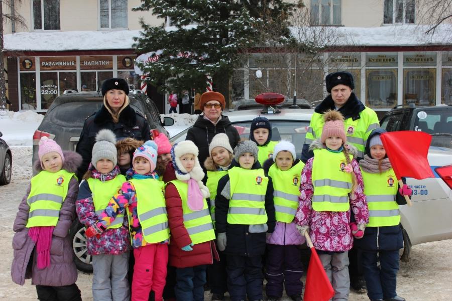 Учащиеся Северского лицея вручили «письма» водителям