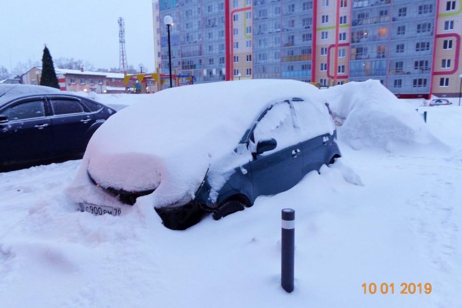В администрацию города поступили обращения жителей о наличии следующих длительно стоящих автомобилей