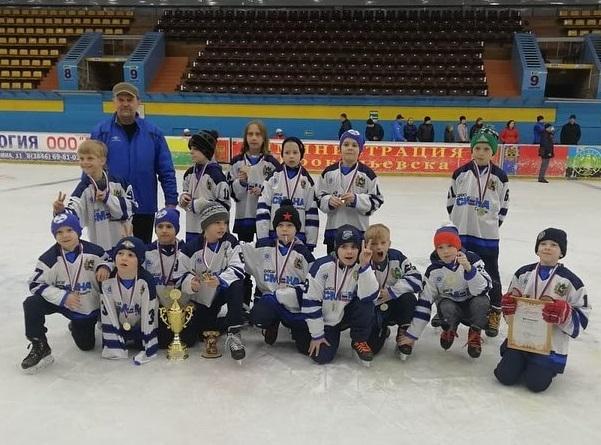 Команда «Смена-2010» стала победителем турнира по хоккею с шайбой памяти Жиганова