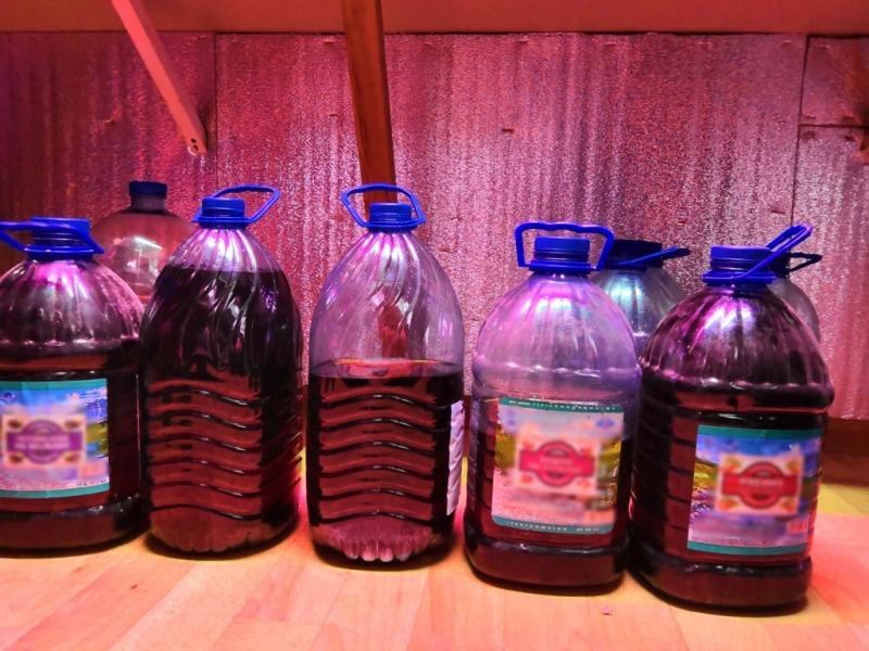 В Северске задержали подозреваемых в незаконном производстве и реализации немаркированной алкогольной продукции