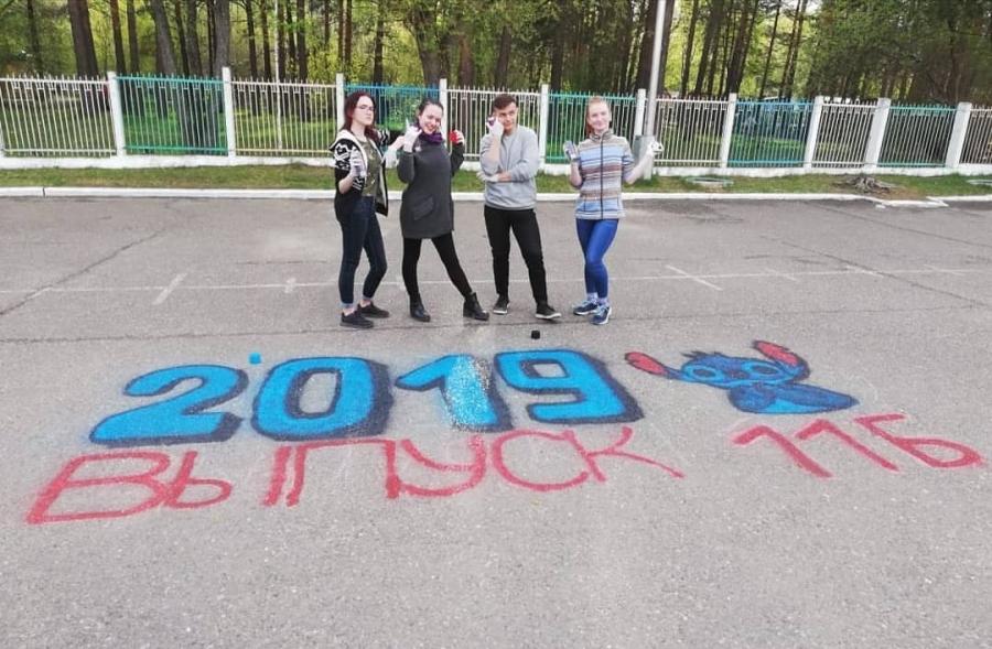 Сегодня и завтра в школах Северска для выпускников прозвучат последние звонки