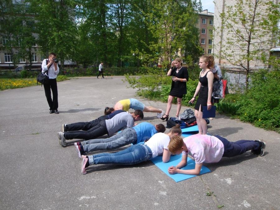 Студенты СПК и северские школьники сыграли в игру, направленную на профилактику табакокурения