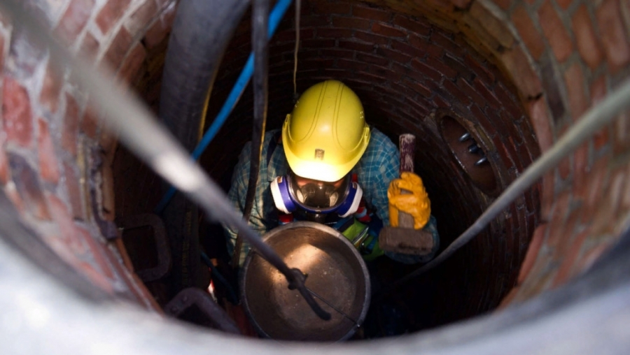 Рабочий водоканала отравился парами метана