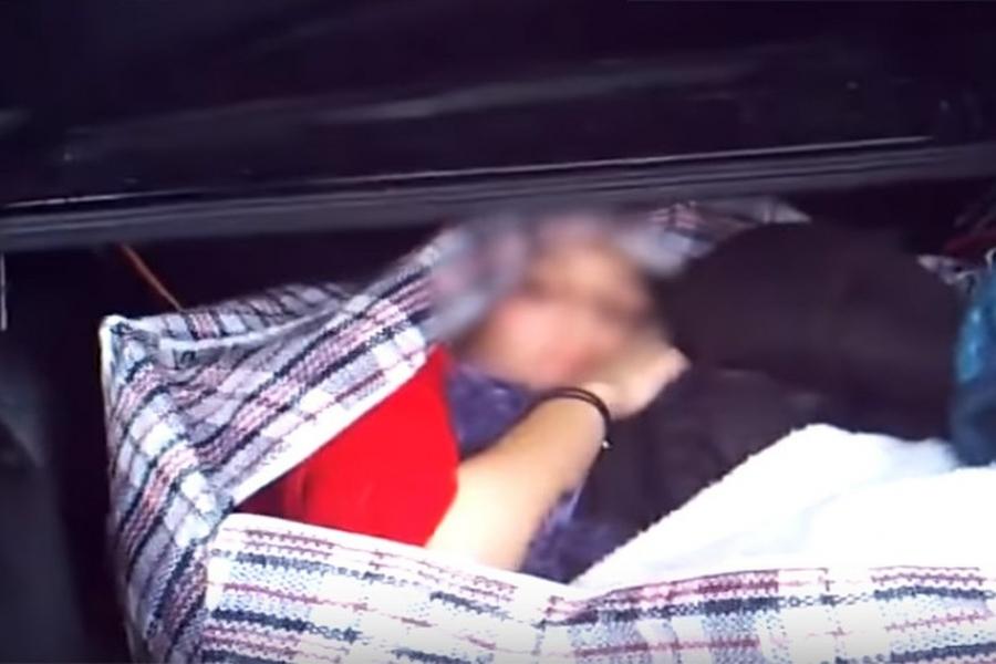 Девушку в сумке задержали на КПП