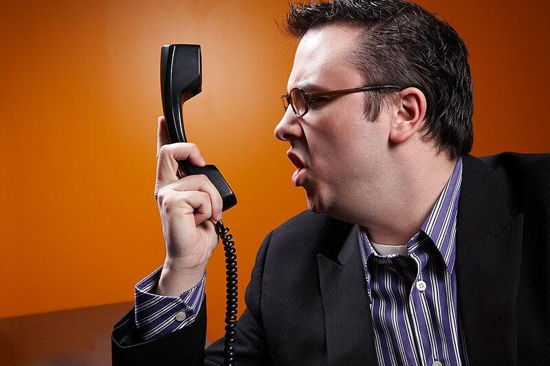 Суд заставил банк прекратить звонить северчанке