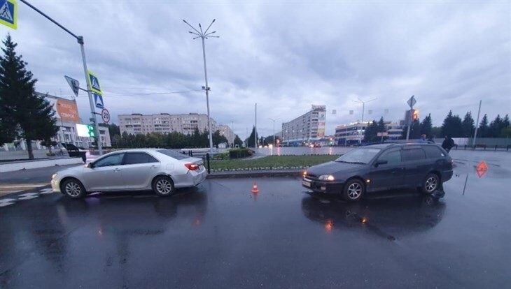 "Toyota Caldina ""догнала"" Camry"