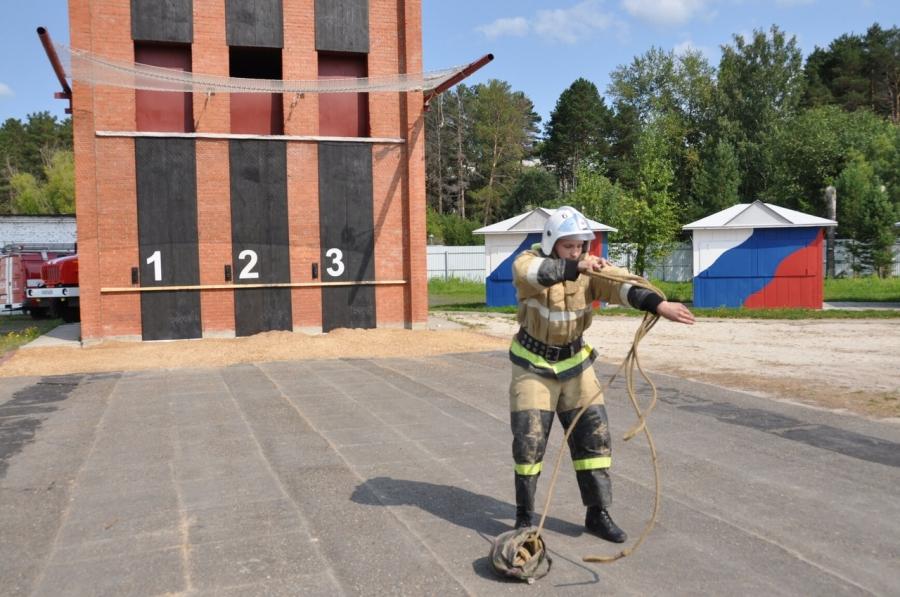 Северские пожарные показали свое мастерство в смотре-конкурсе на звания «Лучший начальник караула», «Лучший пожарный» и «Лучший боец»