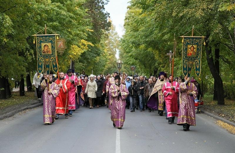 Сегодня на время Крестного хода перекроют движение на улице Ленина