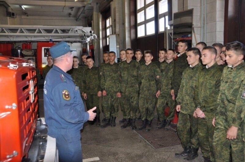 Экскурсия в специальную пожарно-спасательную часть для северских кадет
