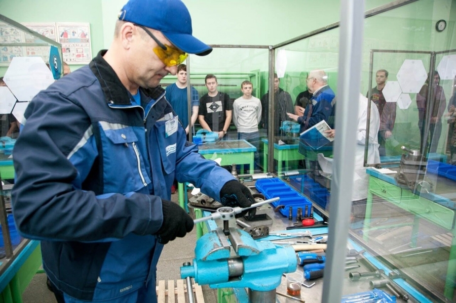 В Северске завершился конкурс профмастерства среди слесарей-ремонтников и слесарей-сборщиков