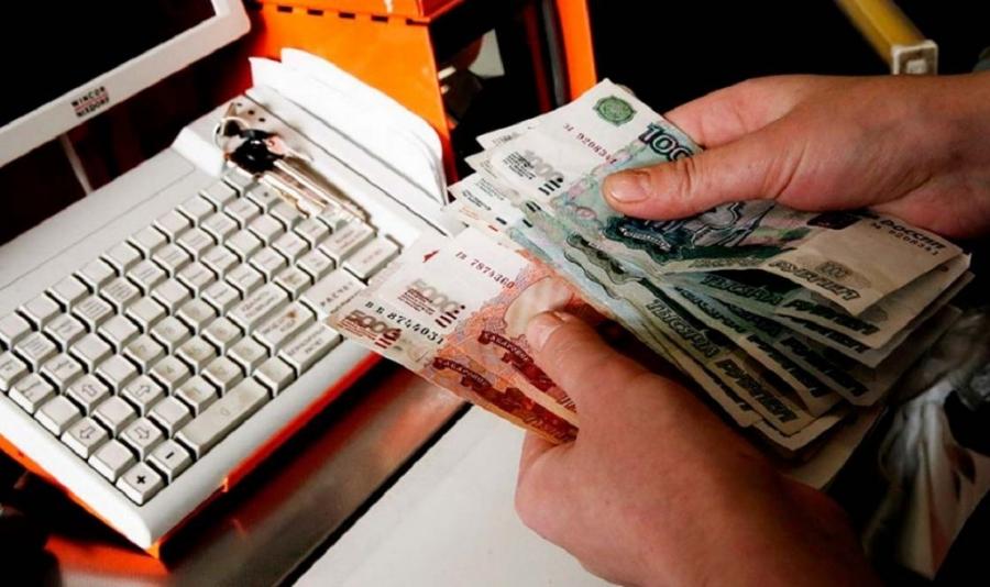 Сотрудница магазина 8 месяцев похищала деньги и продукты