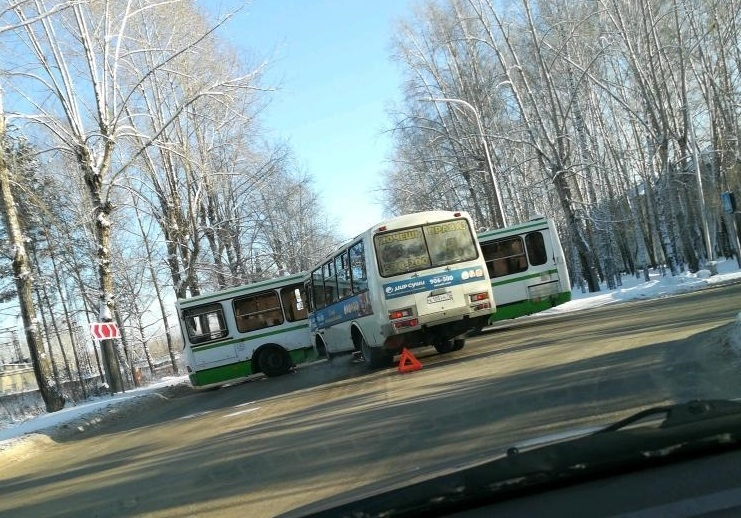 На выходных столкнулись два автобуса