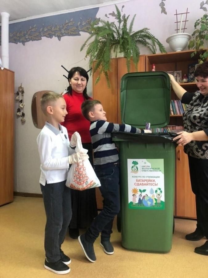 Школьники Томской агломерации собрали больше шести тонн старых батареек