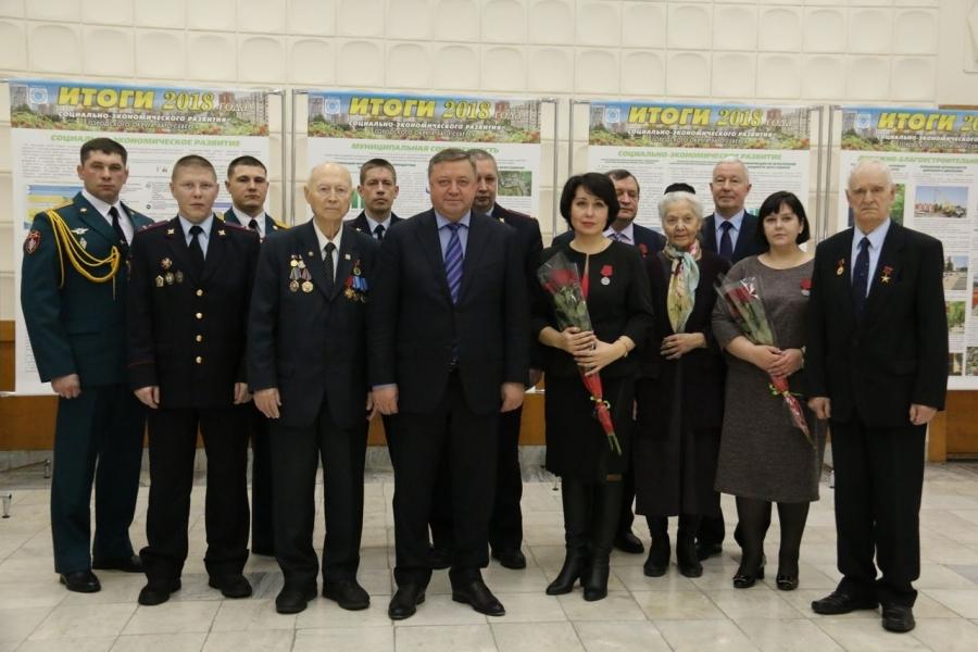 Глава администрации провел торжественную встречу в честь Дня Героев Отечества