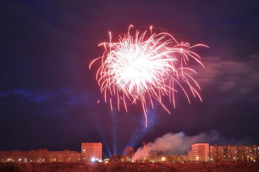 Салют будет! Приходите на театральную площадь праздновать Новый год!