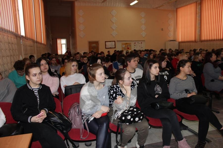 Сотрудники Госавтоинспекции провели профилактическую работу в Северском промышленном колледже