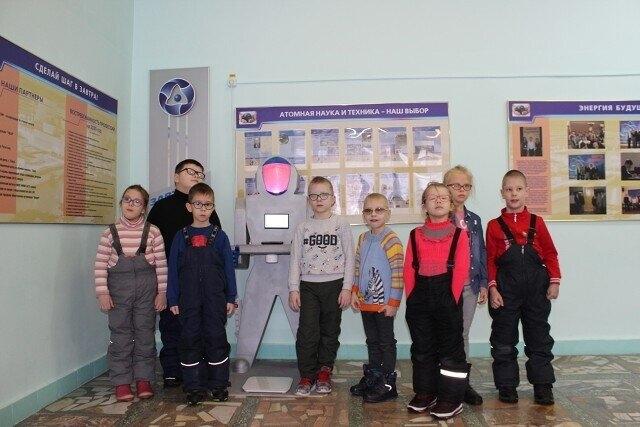 Юные северчане знакомятся с роботом Фёдором
