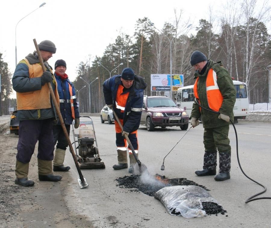 Сегодня начали экспресс-ремонт городских дорог с использованием холодного асфальта