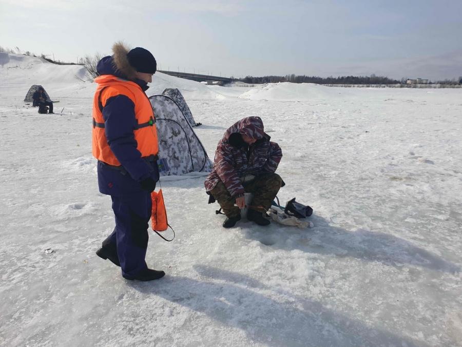 МЧС предупреждает: выход на лед становится опасным!