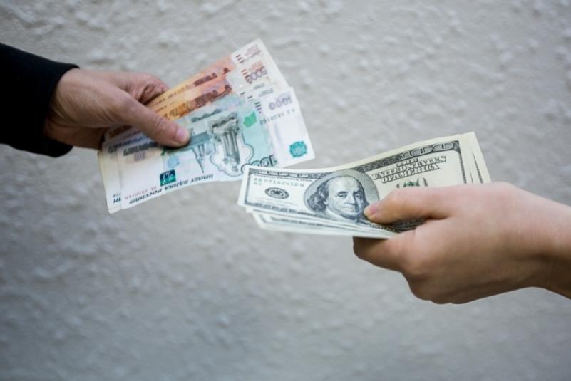 Мошенники похитили около 200 тысяч рублей под предлогом заработать на колебании курса валют