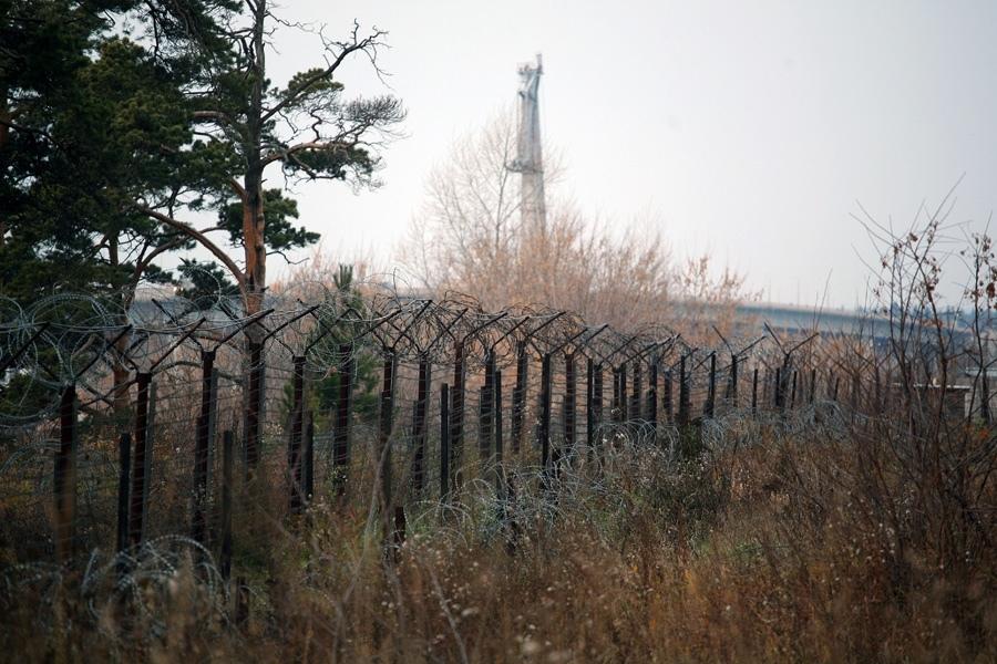 Военнослужащие задержали мужчину, который пытался проникнуть на территорию Северска