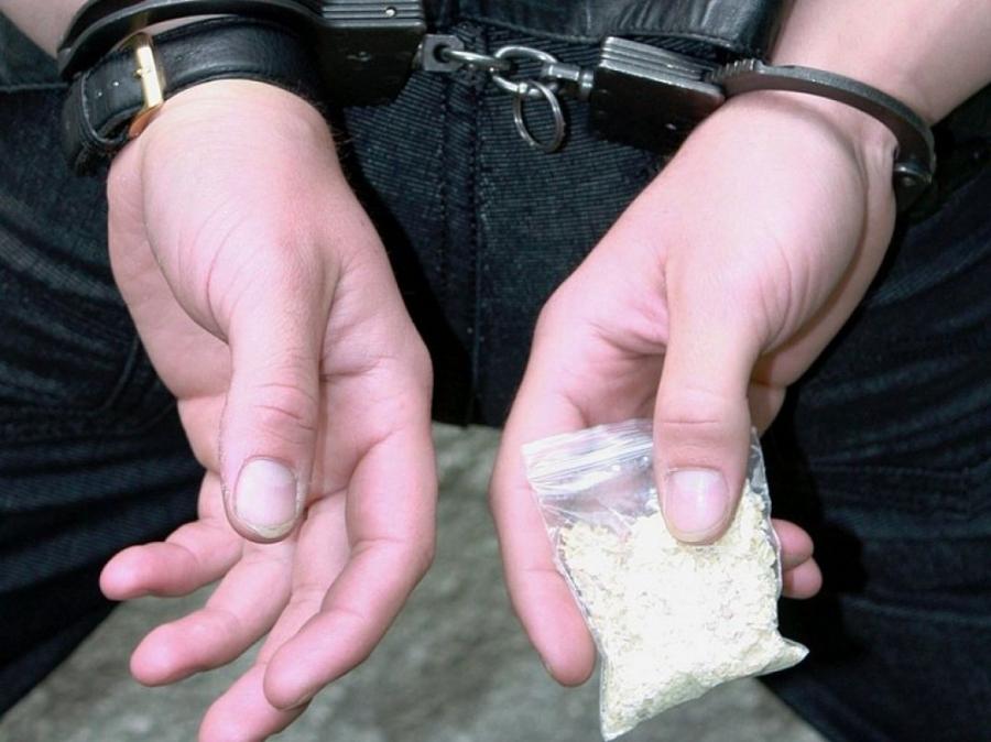Северскими полицейскими задержаны двое мужчин, подозреваемые в незаконном сбыте наркотических средств