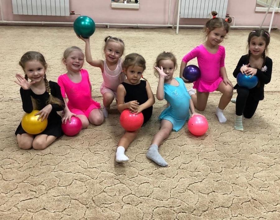 Объявляется набор девочек 2016-2017 г.р. для занятий художественной гимнастикой.