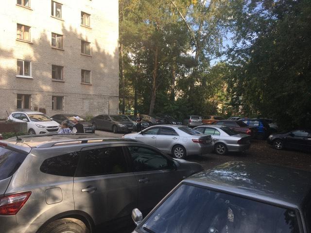 Письмо в редакцию. Где парковаться жителям Крупской, 16