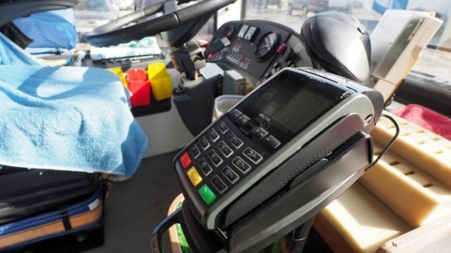 Пассажиры 33-х межмуниципальных маршрутов могут оплатить проезд по безналу