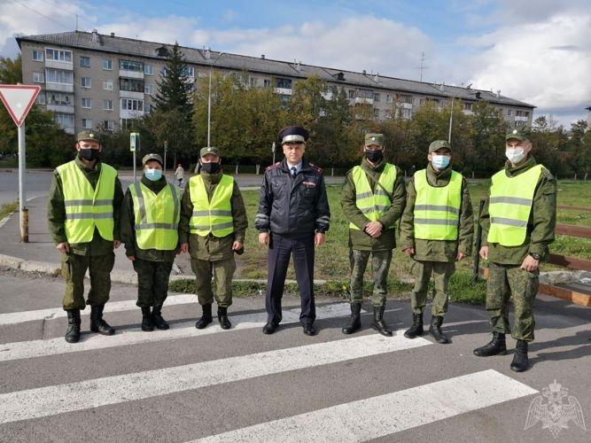 Северские военнослужащие Росгвардии и сотрудники ГИБДД напомнили гражданам о правилах поведения на дороге