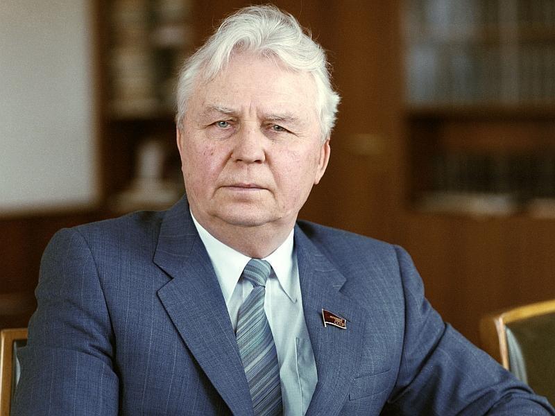 В музее открылась фотовыставка к 100-летию Егора Лигачева