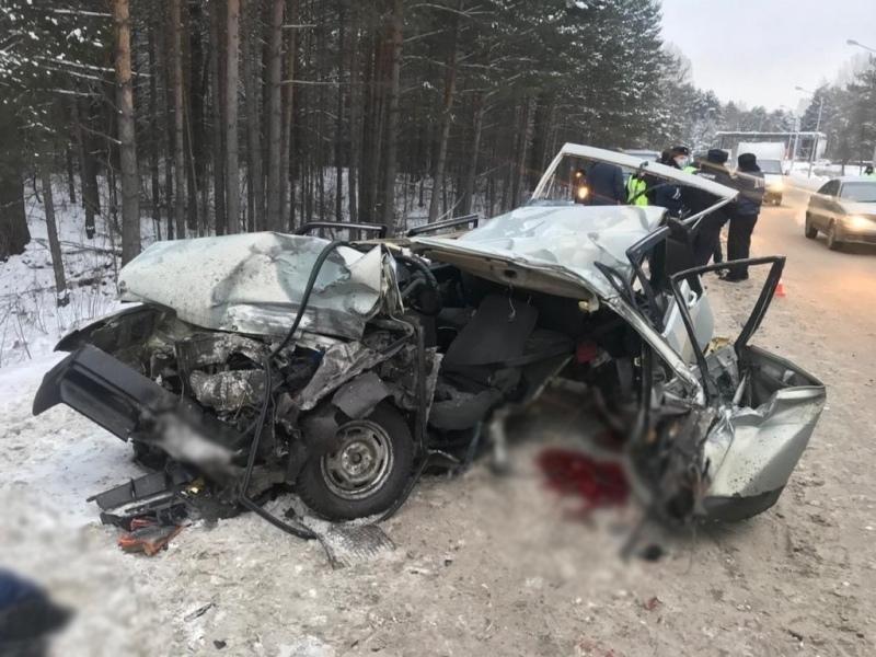 Водитель ВАЗа погиб в лобовом ДТП с лесовозом на Кузовлеской трассе