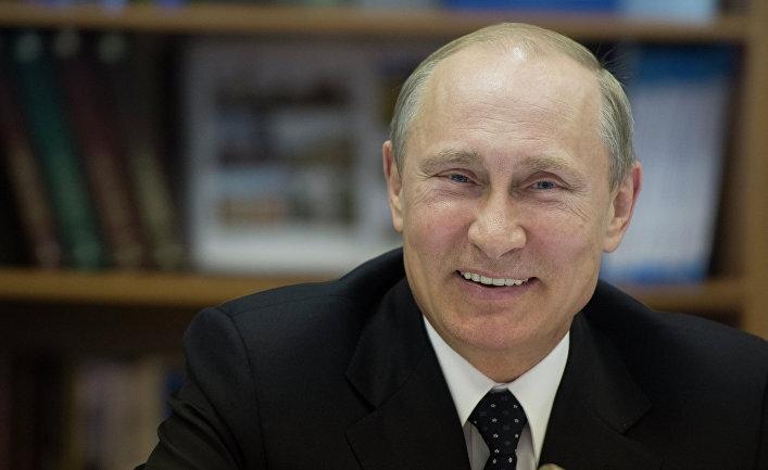 """Очереди на пикет приравнены к митингам, а за """"клевету в интернете"""" можно сесть в тюрьму. Какие законы подписал Путин 30 декабря"""