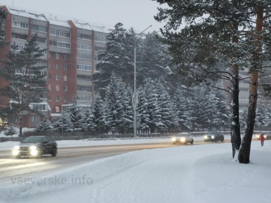 Мэр потребовал от коммунальщиков более качественно осуществлять уборку городских улиц от снега