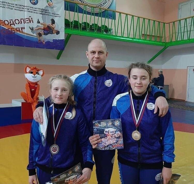 Северчанки стали призерами первенства Сибири по спортивной борьбе