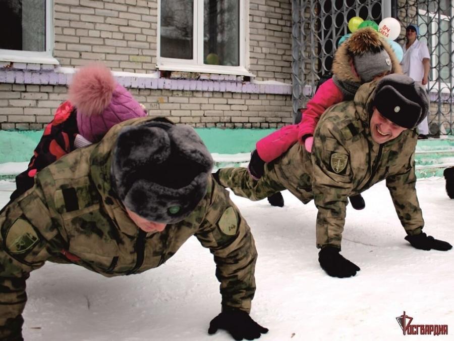 Военнослужащие провели весёлые старты в детском саду №25
