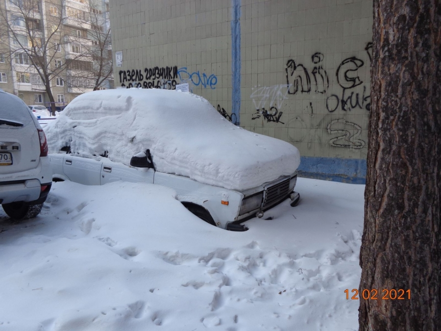 Хозяина ВАЗа просят убрать автомобиль