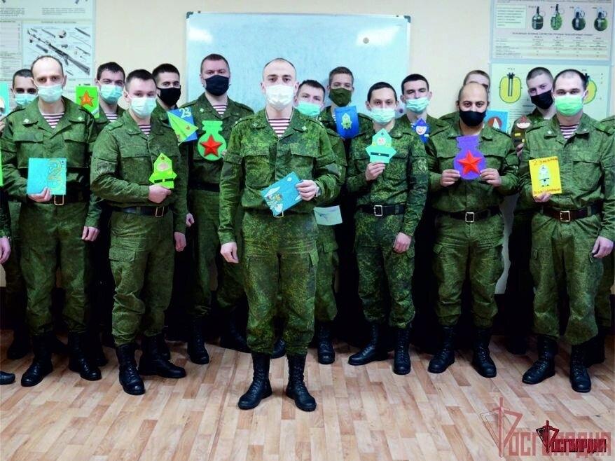 Военнослужащие получили необычные подарки