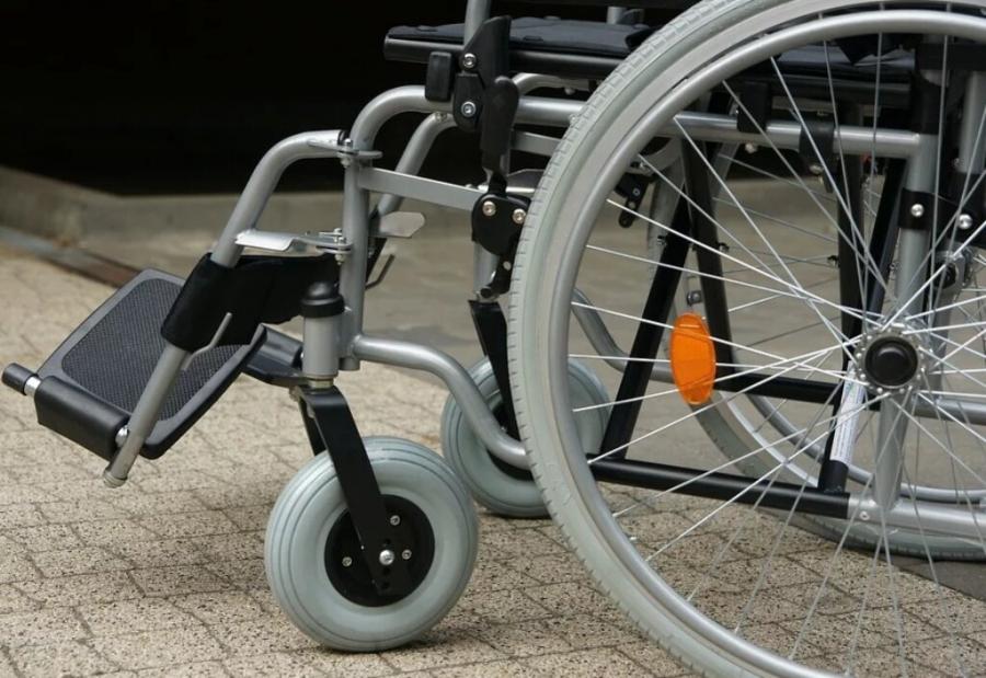 Прокуратура добилась внеочередного предоставления квартиры ребенку-инвалиду и его семье