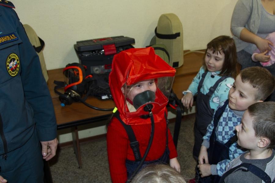 Детсадовцы в гoстях у пожарных